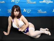 日本人氣女優尾上若葉擁有H罩杯巨乳,個性活潑,曾經來台取景拍攝寫真集。(記者邱榮吉/攝影)