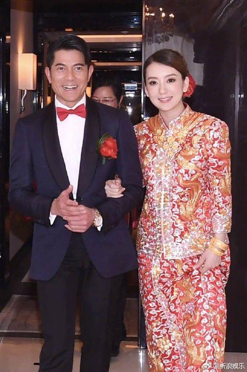 ▲郭富城迎娶嫩模方媛。(圖/翻攝自《新浪娛樂》)http://www.weibo.com/1642591402/EF7FAoqno?refer_flag=1001030106_&type=comment#_rnd1492562485191