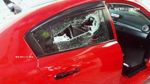 轎車等紅燈! 3男持球棒砸車嚇哭男童