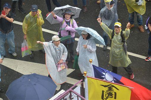 年金改革,下雨,立法院,抗議圖/中央社