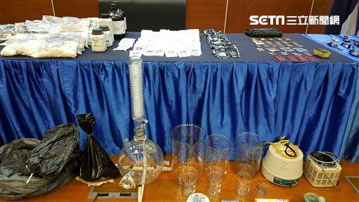 刑事局國際科與馬來西亞肅毒局共同偵破跨境運毒集團,起獲大批毒品及製毒工具(翻攝畫面)