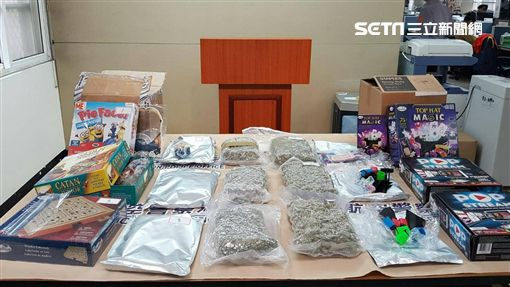 航警局安檢大隊透過X光顯像查獲3包大麻花,並循線逮獲代領的楊男及翁姓主嫌,訊後依毒品罪移送法辦(翻攝畫面)