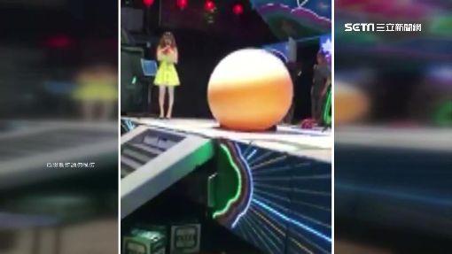 """瘋狂版點頭娃娃 廟會""""氣球人""""如魔術"""