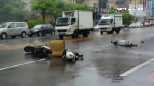砰!騎士目擊火燒車減速 後車煞不住撞倒地