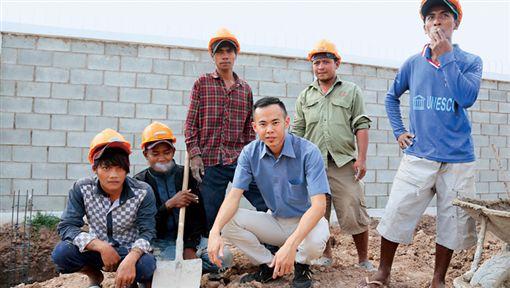 吳勇箴雖是成大博士,但從高中開始跟三教九流打交道,即使跟語言不通的工人相處,也沒有扞格。(商業周刊/攝影駱裕隆)