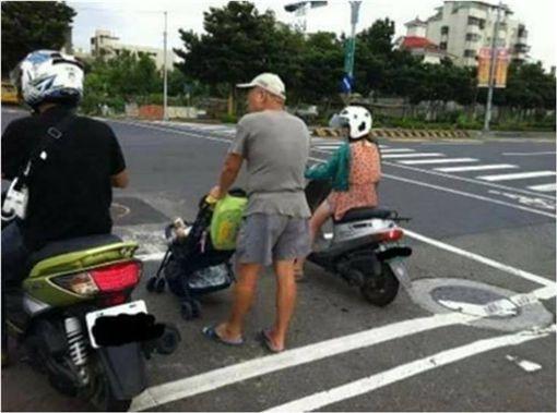 嬰兒車,待轉區,爆料公社,爆廢公社 圖/翻攝自爆料公社臉書