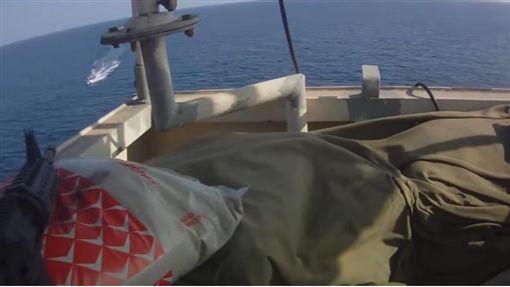 索馬利亞,海盜,貨輪,槍戰(圖/翻攝自YouTube) ID-886288