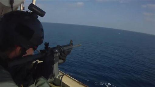 索馬利亞,海盜,貨輪,槍戰(圖/翻攝自YouTube) ID-886290