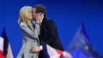 馬克宏(Emmanuel Macron)、布莉姬(Brigitte Trogneux)、法國總統候選人/圖/美聯社/達志影像