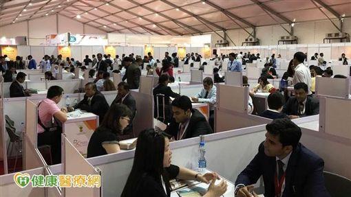 中華民國西藥代理商公會、台北市西藥代理商公會等一行9人,與印度當地上百家醫藥廠商交流、互動,成功進行國民外交。