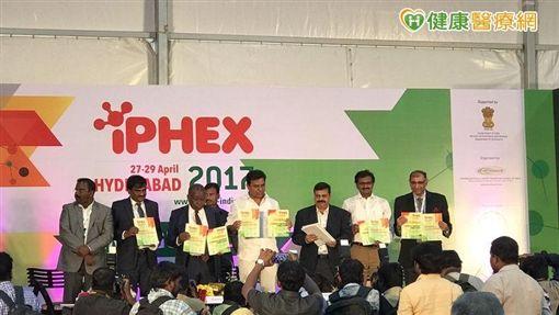 印度中央政府定期舉行「國際健康照護暨醫藥展」,幫助當地醫藥業者拓展商機,當地長官、最高領導人也參與盛會,這讓台灣業者,感到非常羨慕。