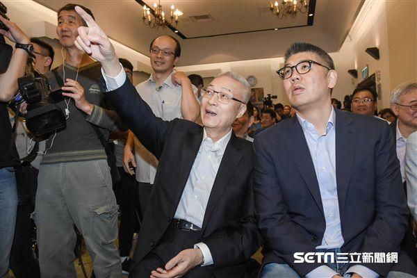 青年會義活動,吳敦義與連勝文及青年座談 圖/記者林敬旻攝