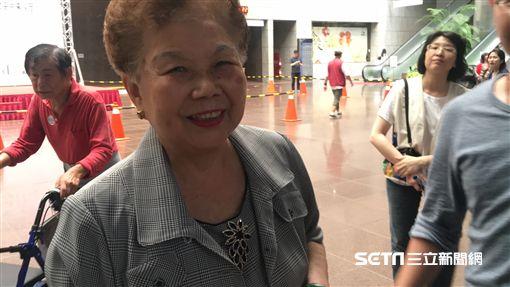 柯文哲爸媽參與新竹市台灣之友活動 北上參訪總統府順道來北市府盧冠妃攝