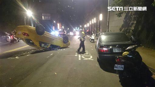 計程車,小黃,機車,新北市,中和,景新街,車禍,意外 圖/翻攝畫面