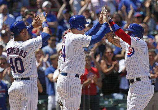 Javier Baez(右)滿貫砲和隊友慶祝(AP)