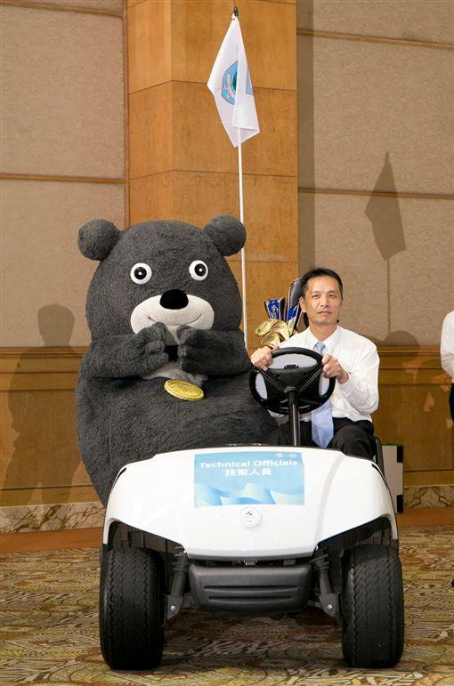 世大運吉祥物熊讚示範揚昇集團提供2017臺北世大運贊助項目。(圖/世大運提供)