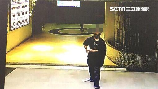 林男從雲林北上找工作,卻一連犯下三起縱火案,包括大亞百貨停車場、捷運淡水線及國賓戲院等公共場所,警方循線將他逮獲(翻攝畫面)
