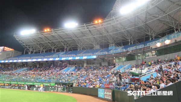 桃園球場18日內野本壘後方發生球迷衝突事件。(資料照/記者王怡翔攝)