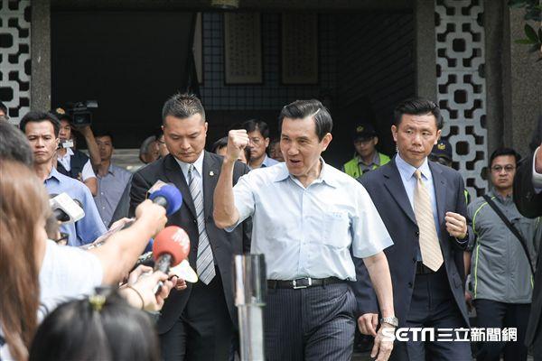 國民黨黨主席選舉,馬英九前往強恕中學投票 圖/記者林敬旻攝