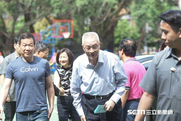 國民黨黨主席選舉,吳敦義前往強恕中學投票 圖/記者林敬旻攝
