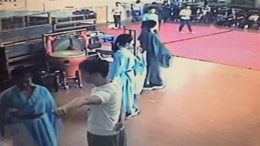 教育部,京劇,體罰,飛踢,腳踹,施暴,排練,李菄峻,台灣戲曲學院翻攝畫面