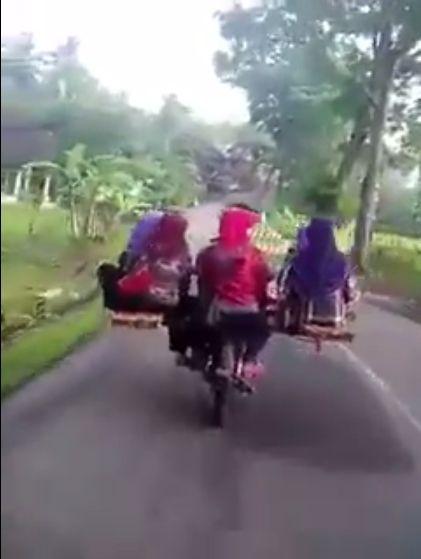 印度農村機車(圖/翻攝自推特_CCTV Idiots)