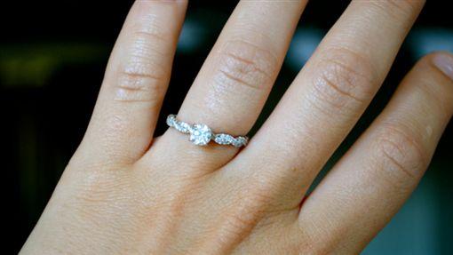 求婚、鑽戒/flickr/https://flic.kr/p/a1GdUs