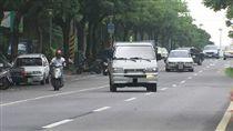切道若打錯方向燈,7月將開罰(圖/資料照) 快車道速限擬統一50變40 民怨交通恐塞