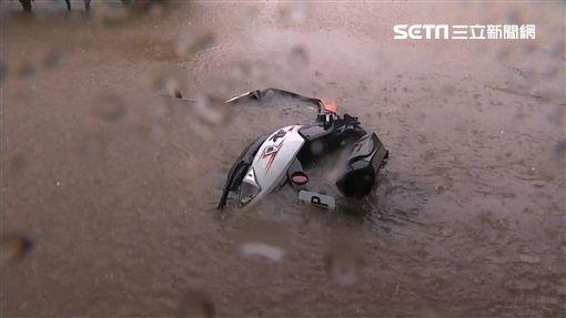 下雨,暴雨,三芝,淹水,駕駛,涉水,拋錨,朱立倫