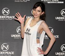 超人氣日本AV女優俄日混血水咲蘿拉(8)日來台舉辦粉絲握手簽名會。(記者邱榮吉/攝影)