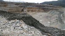 「看見台灣」紀錄片已故導演齊柏林感嘆亞泥在花蓮新 城礦區挖得更深了;亞泥董事長徐旭東表示,深挖是為 了縮小範圍,盡量減少影響生態,且未來還可以蓄水養 魚。圖為亞泥在花蓮新城礦區現況。 中央社記者李先鳳攝 106年6月13日
