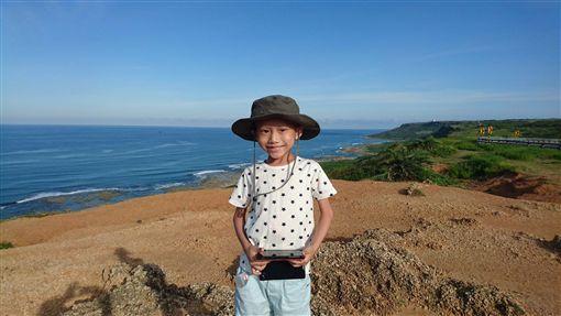 7歲癌童心願捐眼角膜繼續看世界。年僅7歲的「奕享」(圖)罹惡性腫瘤且預後不佳,始終堅強接受治療、從不喊苦,更親自簽下安寧緩和醫療和器官捐贈同意書。今年1月「奕享」離世,捐出眼角膜,「讓眼睛代替他看更多美麗的事物」。(奕享爸爸江先生提供)/中央社