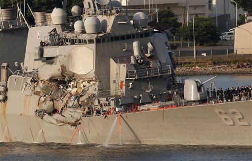 美國海軍,驅逐艦,日本,外海,商船,USS Fitzgerald,費茲傑羅號(圖/路透社/達志影像)