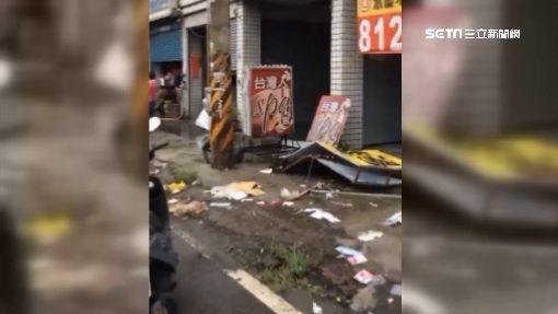 打滑衝破安全島! 拖板車撞民宅毀4車