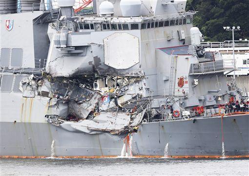 美國海軍,驅逐艦,日本,外海,商船,USS Fitzgerald,費茲傑羅號(圖/美聯社/達志影像)