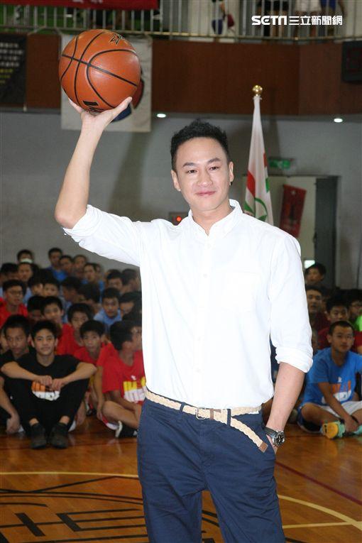 20170618-何潤東出席中學籃球賽活動