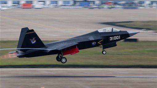 大陸第4代(西方第5代)多用途匿蹤戰鬥機殲31,又稱「FC-31鶻鷹」。▲(圖/攝影者wc, flickr CC License)https://goo.gl/WE619n