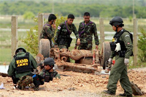 泰國北大年府軍車撞炸彈_路透社/達志影像