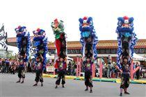 「綜藝天王」豬哥亮20日舉辦告別式,國光儀隊、醒獅團送別讓豬哥亮風風光光走完人生最後一程。(記者邱榮吉/攝影)
