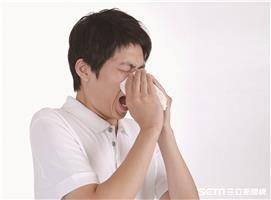 疾管署今(20)日公布上周國內類流感門急診總就診人次突破9萬人次。(圖/疾管署提供)
