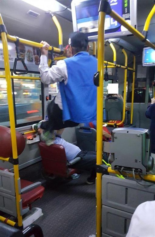 南韓,韓國,博愛座,公車,衝突圖/翻攝自《국민일보》