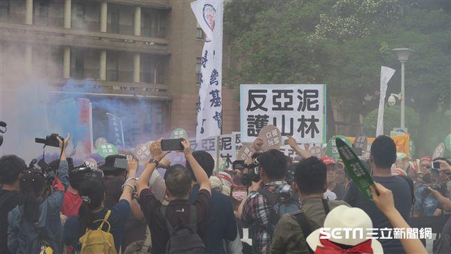 反亞泥大遊行 「爆破」行政院