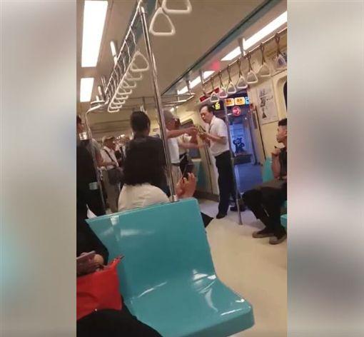 不滿小孩坐博愛座…失控老伯捷運咆哮 讓整車廂民眾怒了