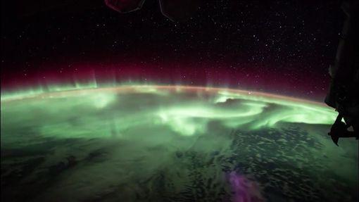 ▲從太空人的視角看到的地球極光 ID-960175