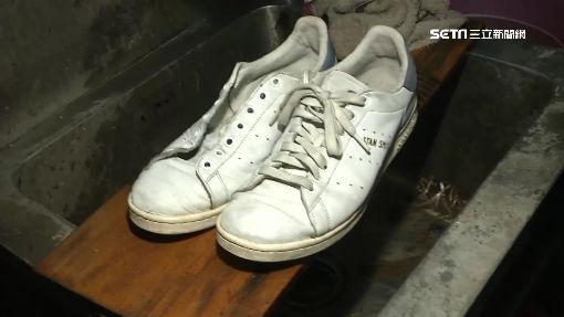 """洗鞋劑稱""""10秒刷白"""" 髒鞋實測僅略乾淨"""