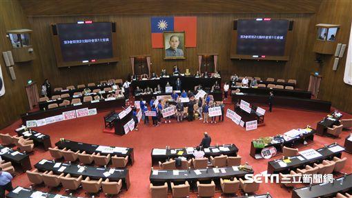 立法院臨時會,行政院長林全因藍委杯葛無法上台。(記者盧素梅攝)