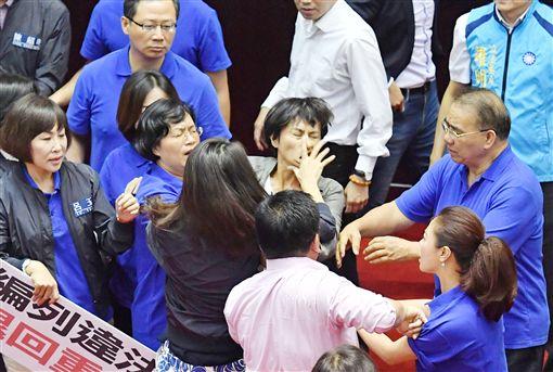 立法院打架、國會打架、邱議瑩遭許淑華呼巴掌/中央社