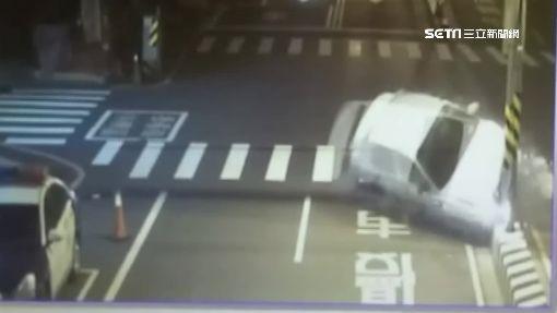 酒駕失控衝分隔島釀火燒車 女駕駛受困