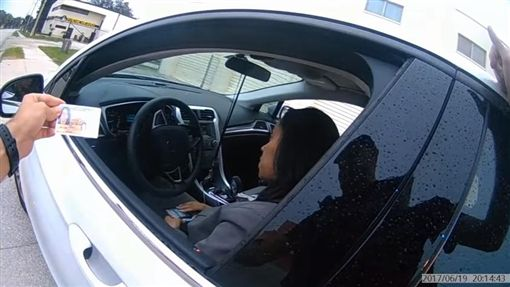 美國,白人警察,攔查,黑人駕駛,檢察官(圖/翻攝自YouTube)