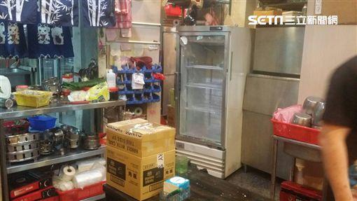 熱炒店遭砸,初步估計損失約20萬元。(圖/翻攝畫面)